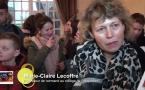 Marie Claire Lecoffre (Professeur de normand) accompagnée des collégiens de Bricquebec