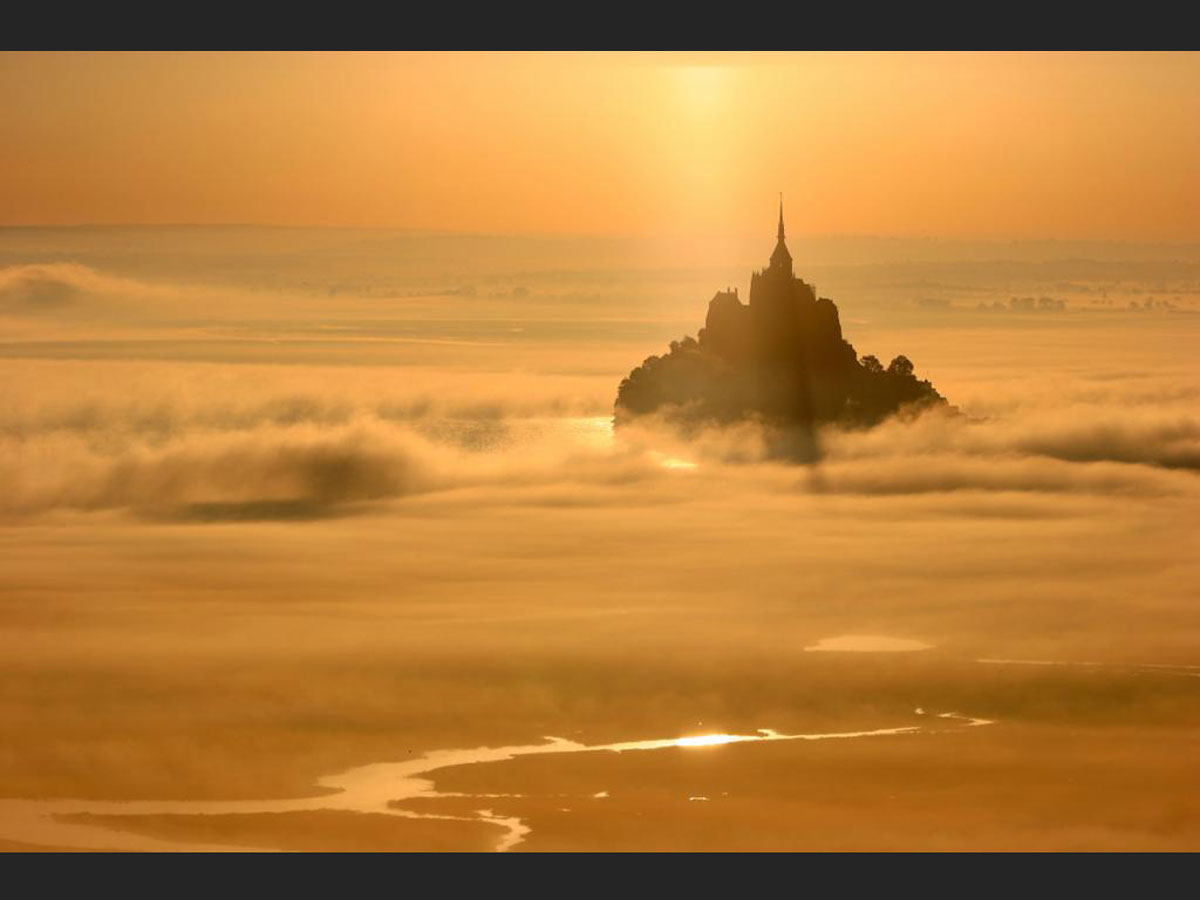 Mont-Saint-Michel : juteuse pompe à fric ou appel de l'Archange ?